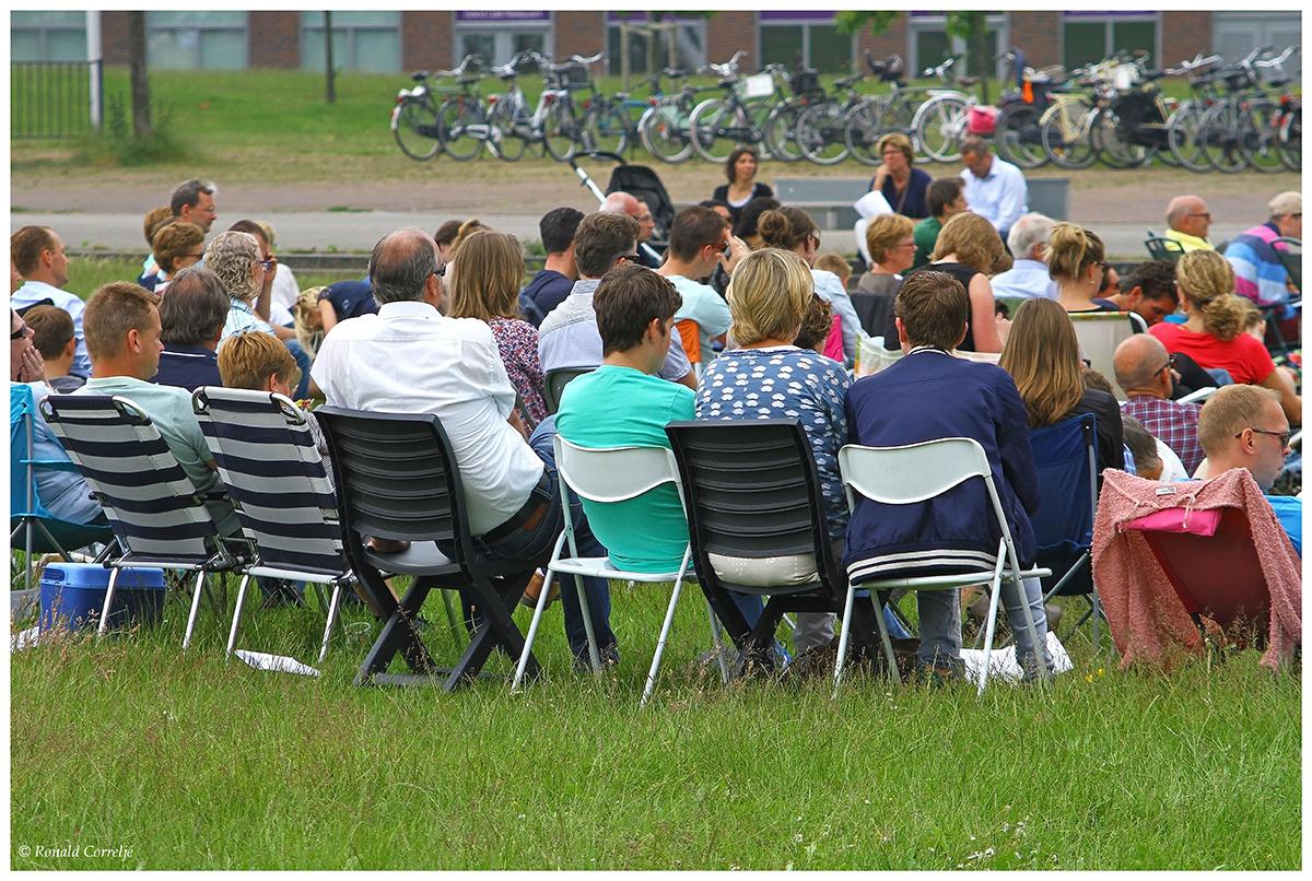 kerkdienst in een park