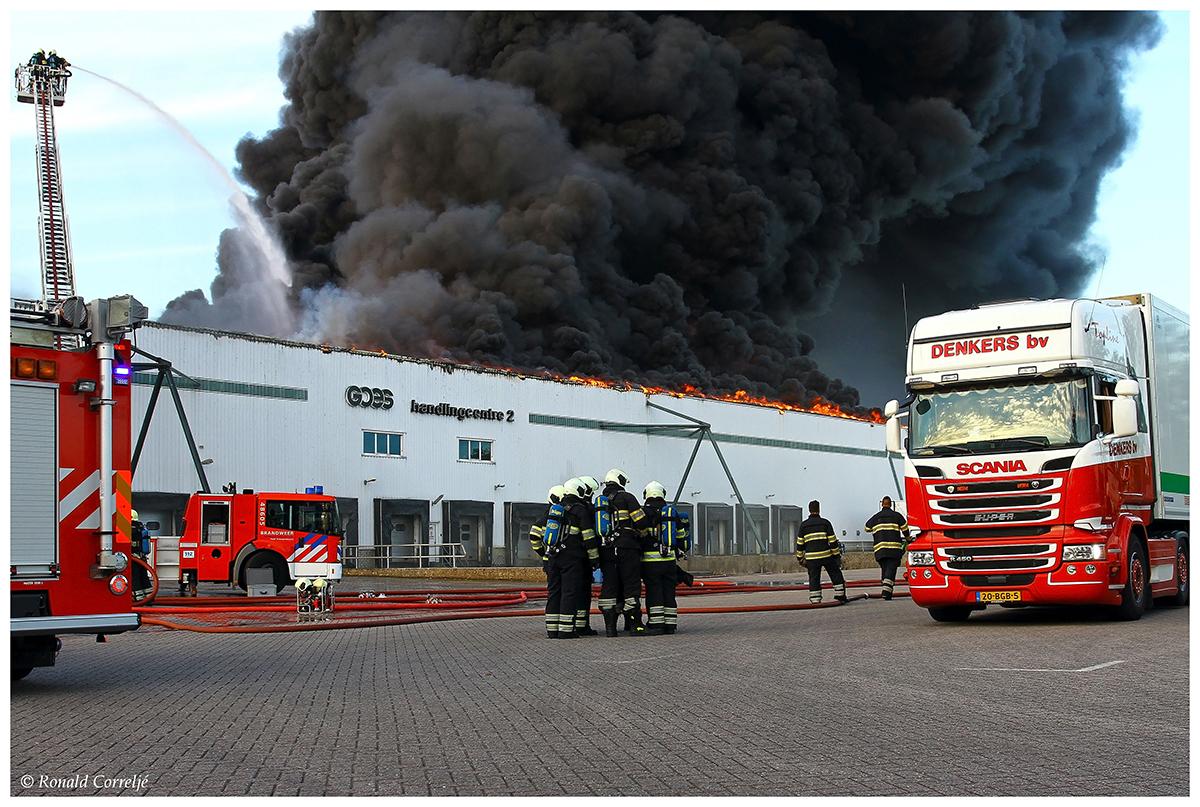 brandweerlieden en rook