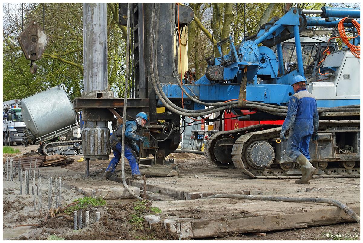 Heiwerkzaamheden voor de Dafne Schippersbrug