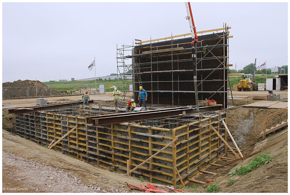 Het storten van beton voor de Dafne Schippersbrug