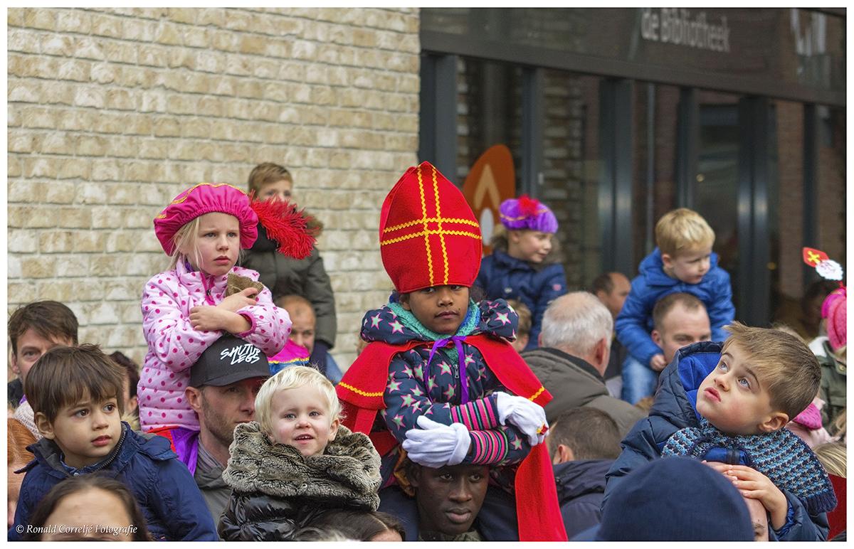 publiek bij intocht Sinterklaas