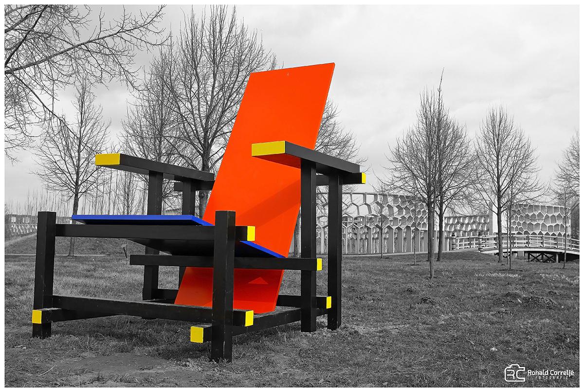 Grote gekleurde stoel van Gerrit Rietveld