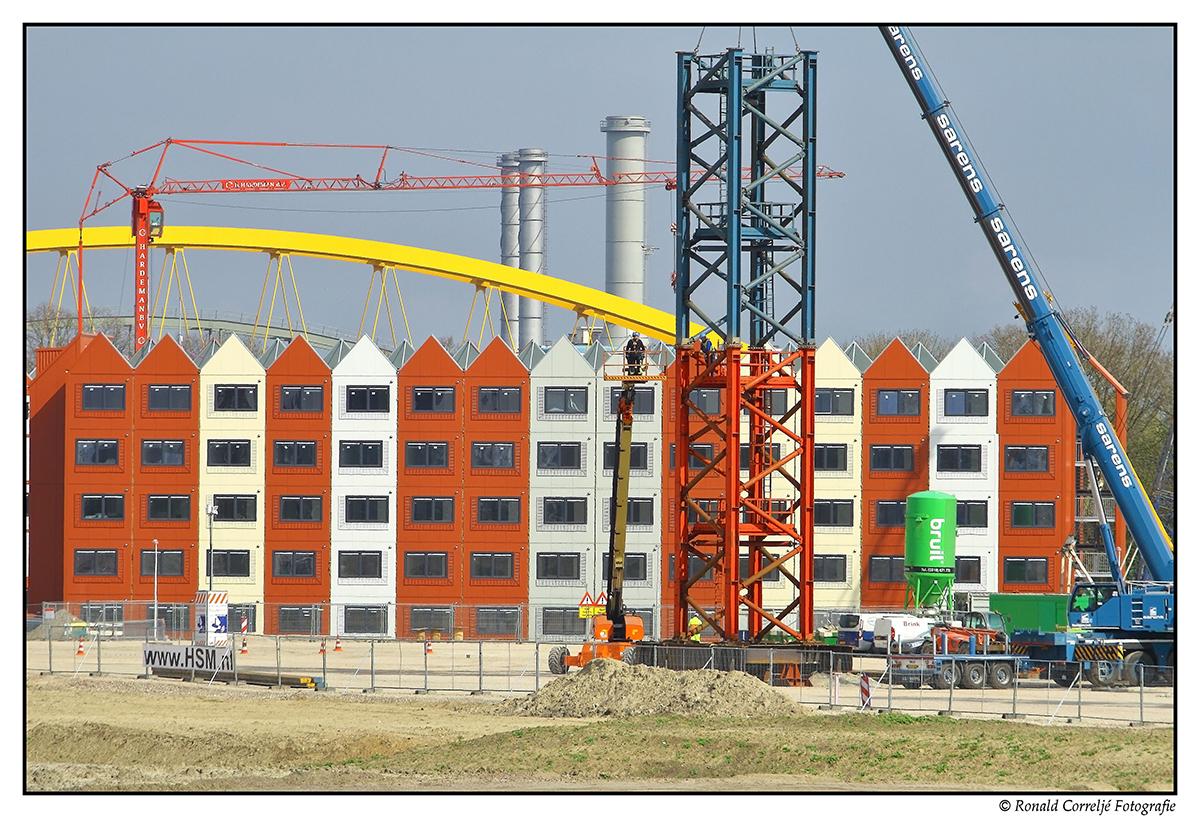 Woningbouw met schoorstenen