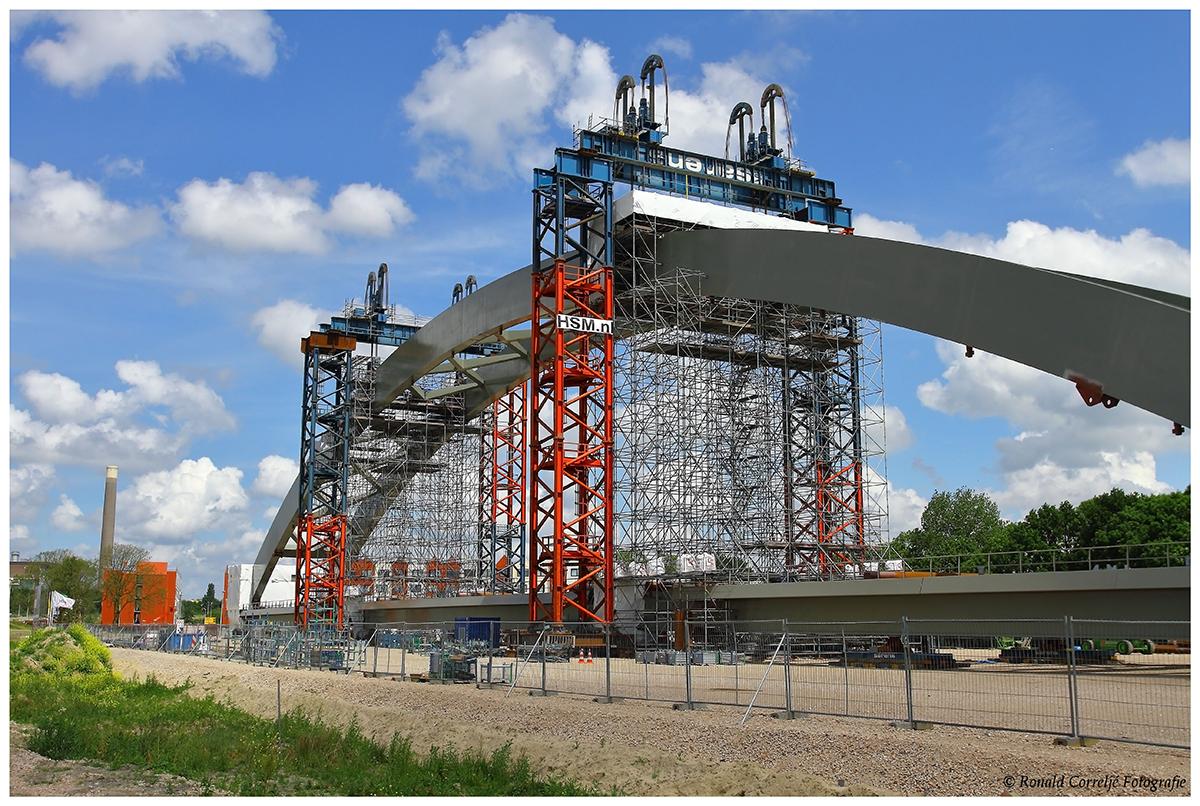 bouw stalen spoorbrug