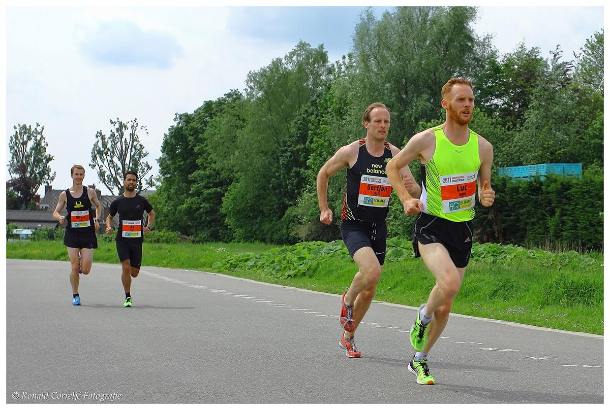 kopgroep deelnemers hardloopwedstrijd