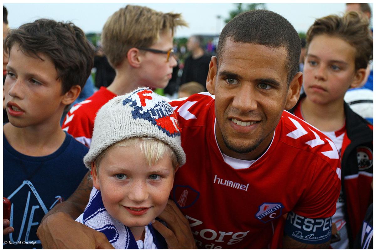 voetballer met kind