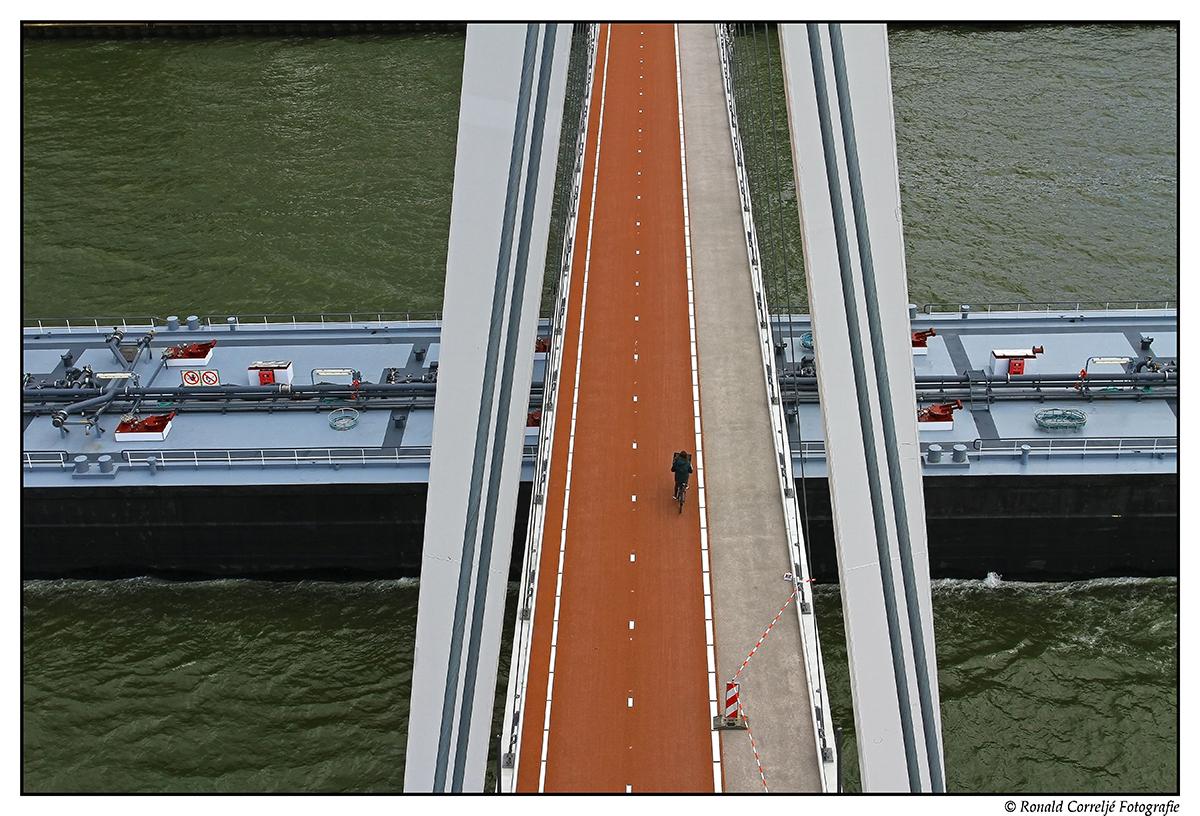 Nieuwe brug over Amsterdam-Rijnkanaal van boven