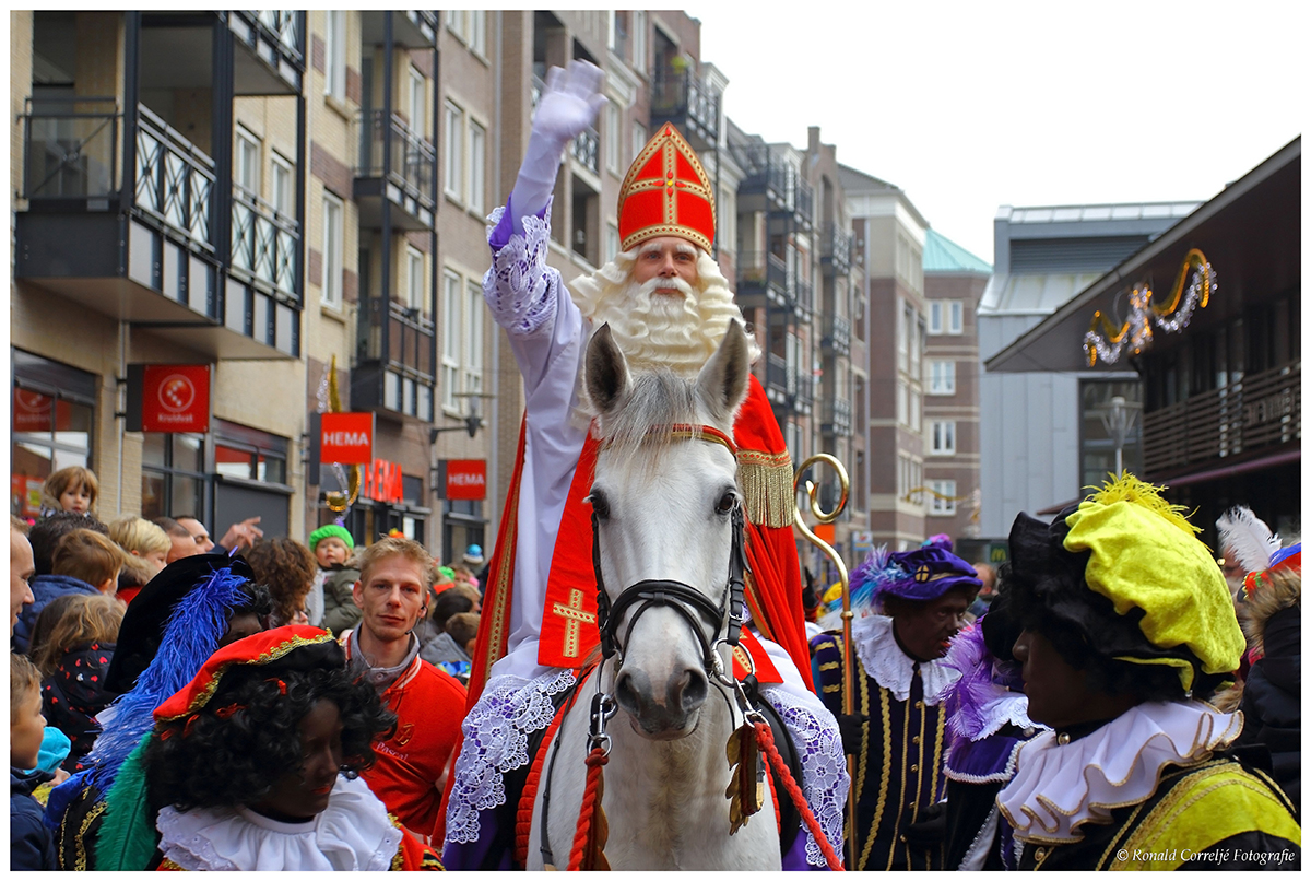 Sinterklaas op een paard