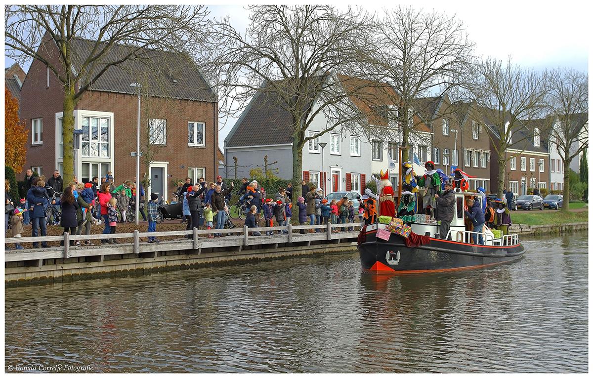 Boot met Sinterklaas op het dek