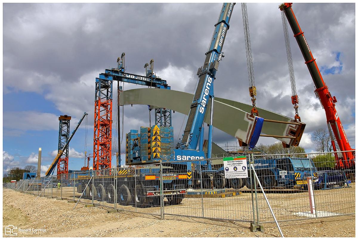 bouw van een stalen spoorbrug