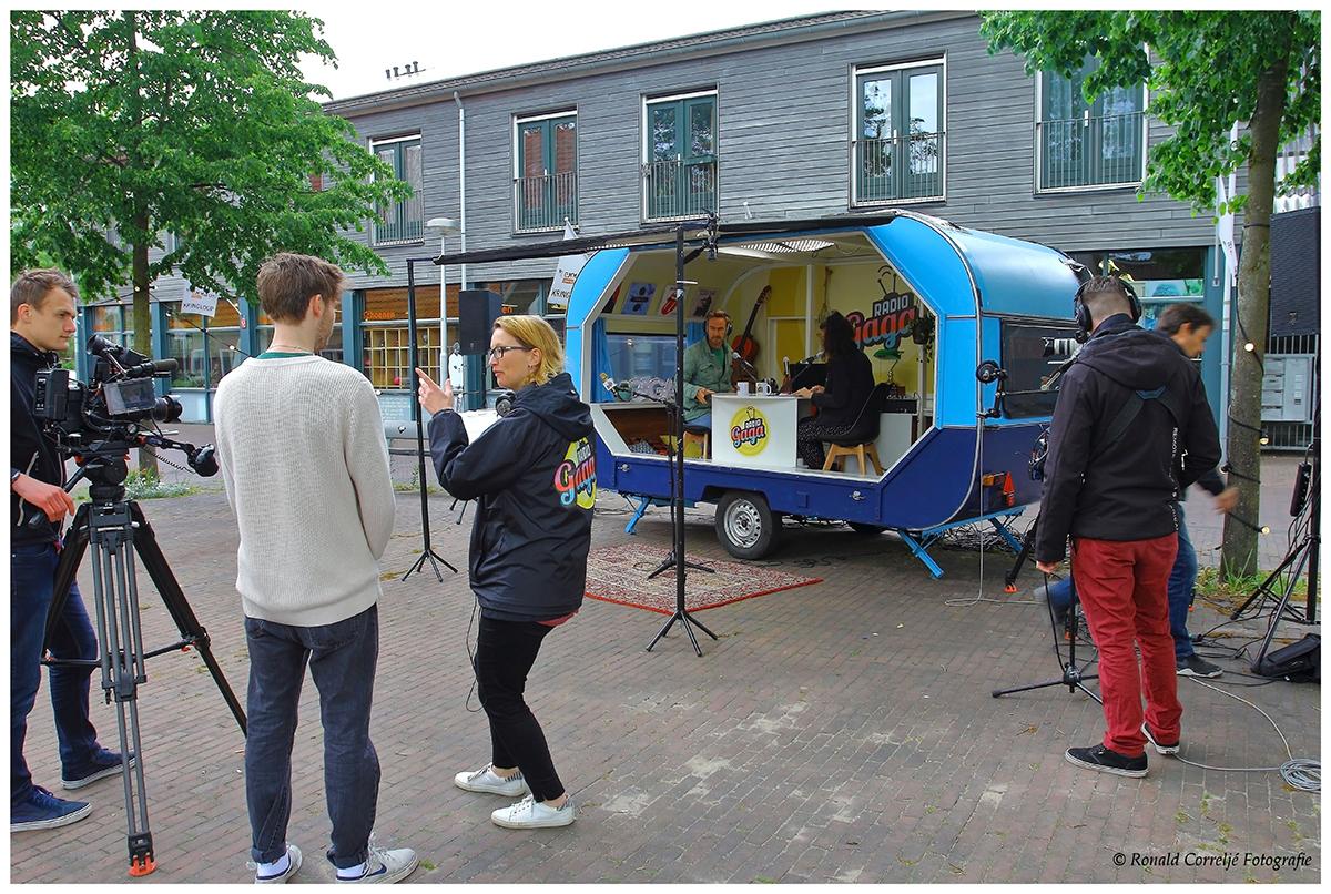 Oude caravan omgebouwd tot radiostudio