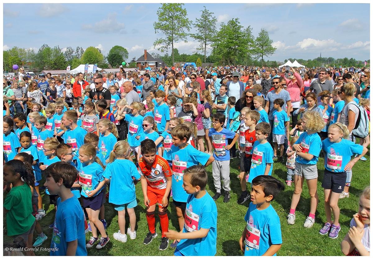 groep kinderen voor aanvang hardloopwedstrijd